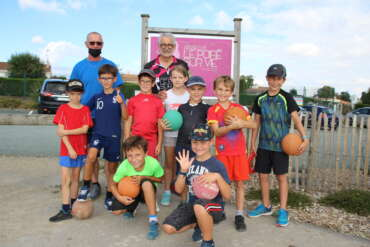 Les jeunes ont repris l'athlétisme! Merci à Yves et Gérard ainsi qu'aux parents bénévoles! On leur souhaite à tous une belle année sportive!